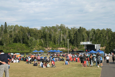 People on Amphitheatre grounds watching performers on main stage